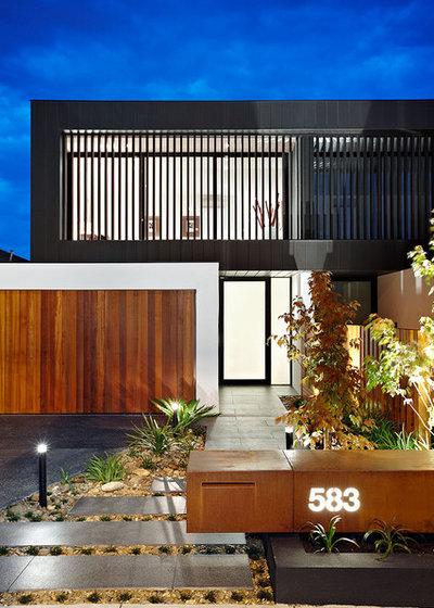Contemporary Landscape by C.O.S Design