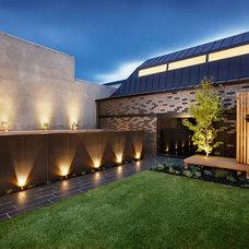 Contemporary Landscape by DDB Design Development & Building