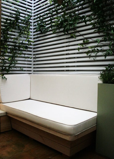 Contemporary Garden by Laara Copley-Smith Garden & Landscape Design
