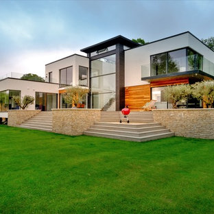 Inspiration for a contemporary back garden in Oxfordshire.