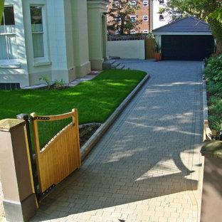 他の地域の地中海スタイルのおしゃれな中庭 (私道、庭への小道) の写真