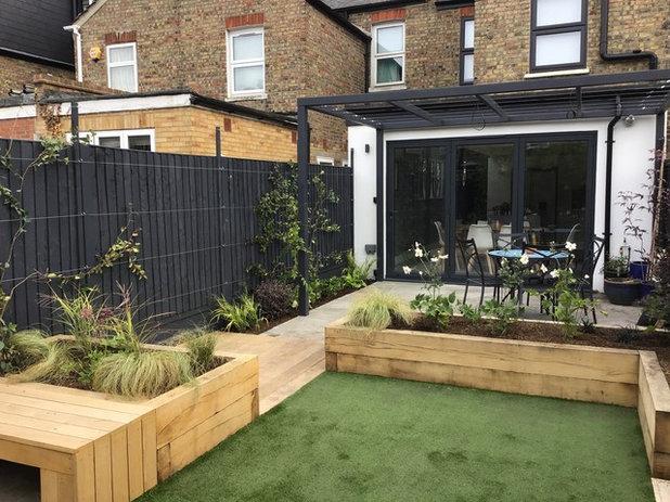 Contemporary Garden by Sarah Kay Garden Design