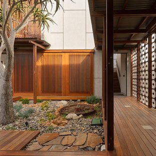 Beach style courtyard garden in Gold Coast - Tweed with a garden path and decking.