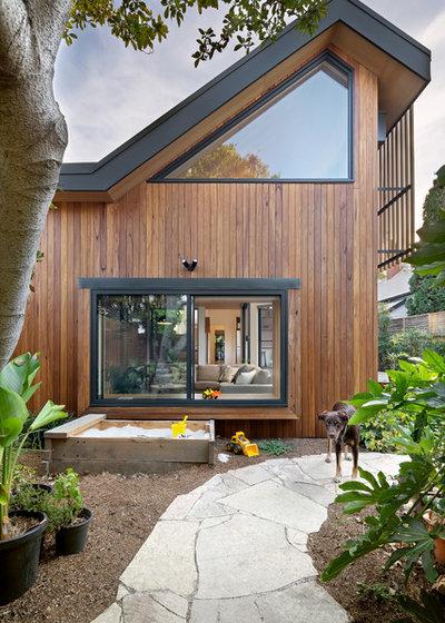Contemporary Landscape by Excelsior Master Builder