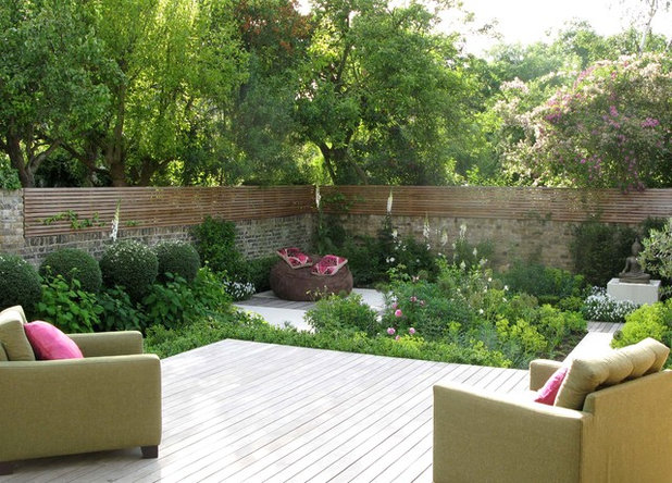 Contemporary Garden by Charlotte  Rowe Garden Design