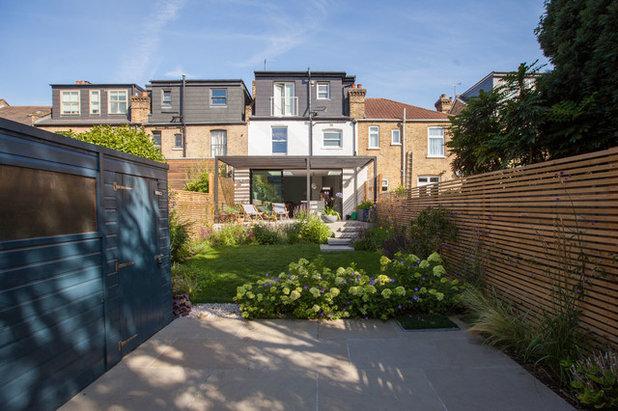 Contemporary Garden by Simon Orchard Garden Design
