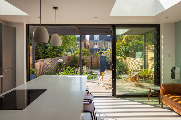 Contemporary Garden by Simon Orchard Garden Design