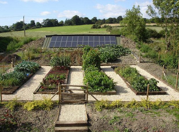 Traditional Garden by PKA Architects Ltd