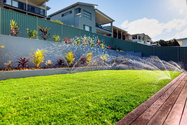 Modern Garden by South Coast Landscapes