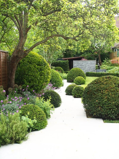 Traditional Garden by London Garden Designer