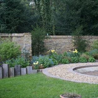 Inspiration för mellanstora lantliga bakgårdar i delvis sol