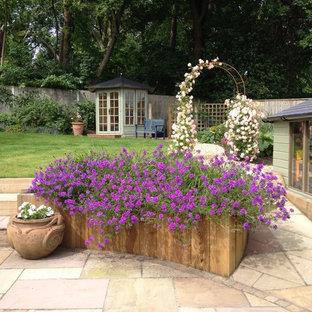 Modelo de jardín macetero elevado de estilo de casa de campo