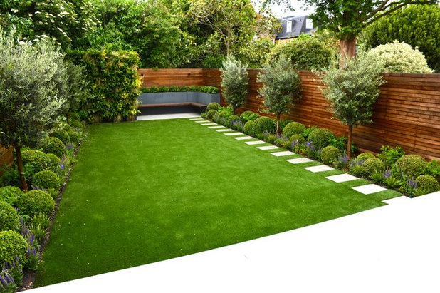 Классический Сад by Tom Howard Garden Design and Landscaping
