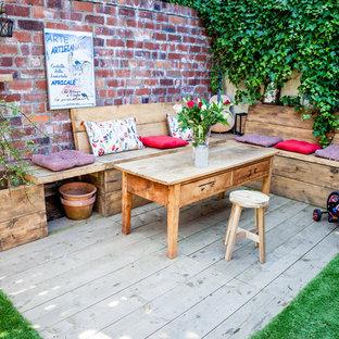 Mittelgroßer Shabby-Chic-Style Garten hinter dem Haus mit Dielen in Glasgow