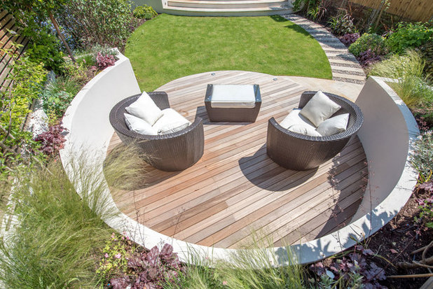 Contemporary Garden by Kate Eyre Garden Design