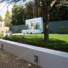 Modern Landscape by Oasys Property Solutions