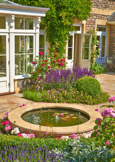 Traditional Garden by Kate Poore Garden Design