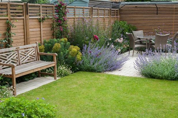 Traditional Garden by Hamilton Cody Garden Design