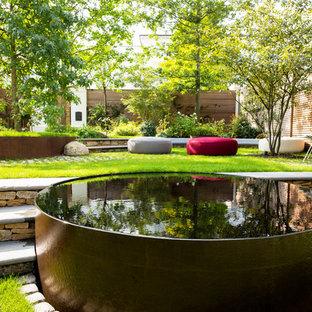 Expansive contemporary backyard garden in London.