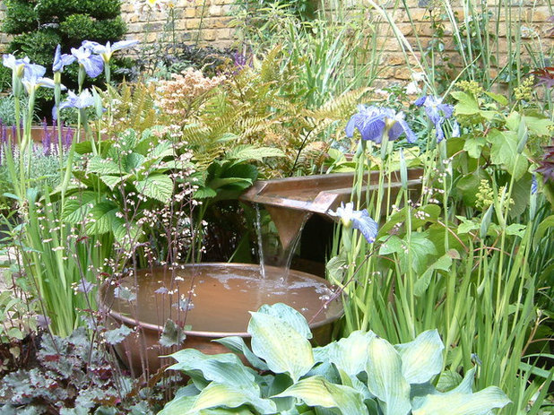 Contemporary Garden by Sam Butler Garden Design