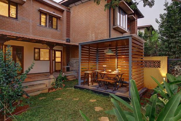 Tropical Garden by DBI Design Build Inc