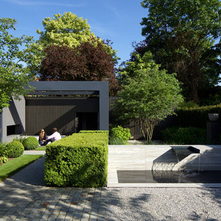 Inspiration for a medium sized contemporary back garden in London with gravel.