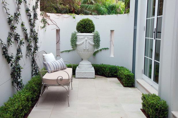 Contemporary Garden by Impressions Landscape - Design