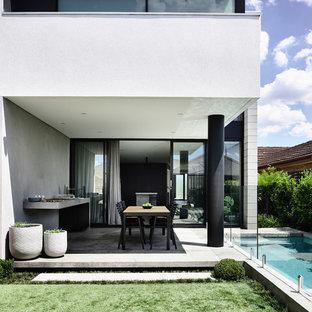 Inspiration for a small contemporary backyard garden in Melbourne.