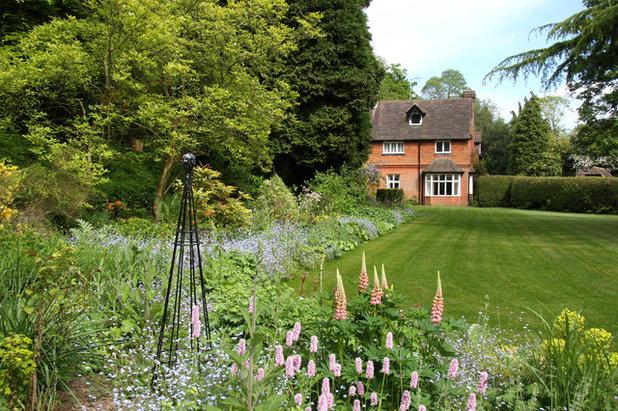 Traditional Landscape by Rebecca Smith Garden Design