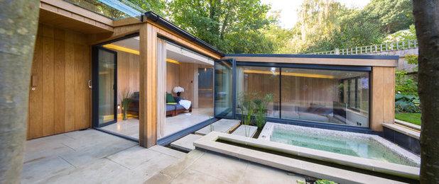 Contemporary Garden by KSR Interiors