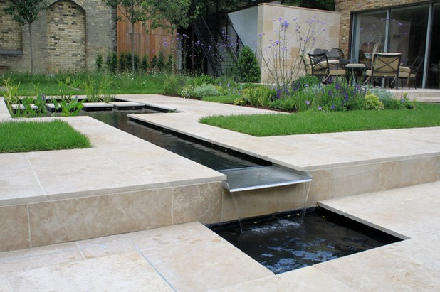 Contemporary Garden by Peter Reader Landscapes