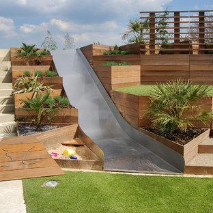 Inredning av en modern trädgård, med en lekställning