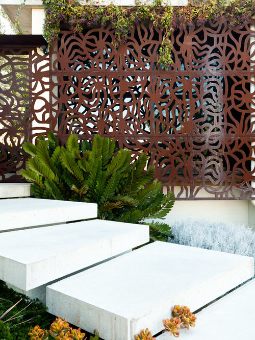 Outdoor privacy screen houzz for Rustic outdoor privacy screens