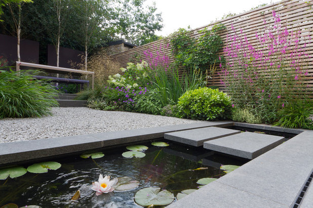 Garden tour a small london backyard becomes a beautiful oasis for Garden pond design books