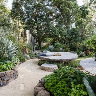 Inspiration pour un jardin design avec une exposition partiellement ombragée et un gravier de granite.