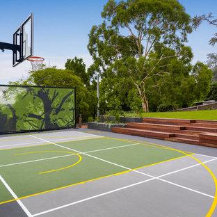 Moderner Garten hinter dem Haus mit direkter Sonneneinstrahlung und Dielen in Melbourne