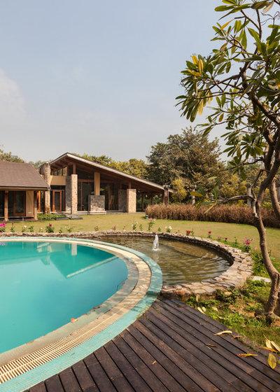 Contemporary Garden by Kumar Moorthy & Associates