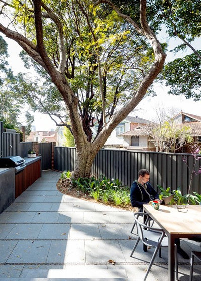 Contemporary Garden by Kreis Grennan Architecture