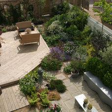Contemporary Landscape by Environ Communities Ltd