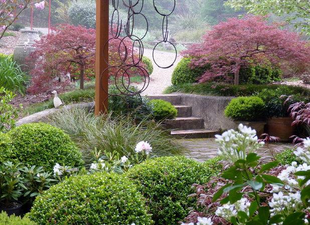 American Traditional Garden by Arthur Lathouris Garden Designer