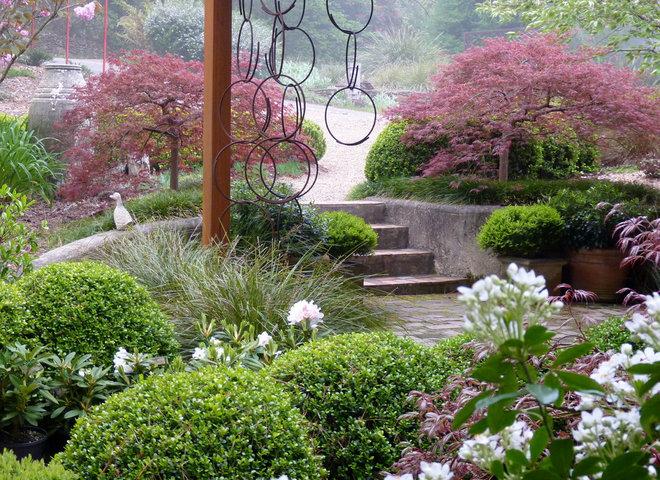 Traditional Landscape by Arthur Lathouris Garden Designer