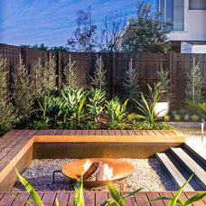 Contemporary Landscape by Bayon Gardens