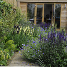 Contemporary Landscape by Arthur Road Landscapes