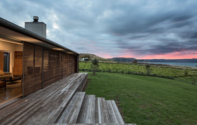 Houzz Tour: A Wood-Clad Home That's at One With Nature