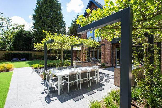 Modern Garden by Barnes Walker Ltd - Landscape Architects