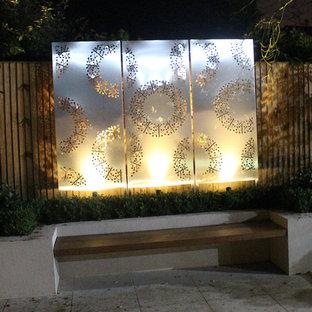 Esempio di un grande giardino formale moderno esposto in pieno sole dietro casa in inverno con pavimentazioni in cemento