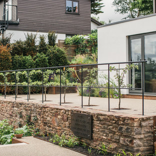 Ridgeview-traditional-iron-railings-and-resin-bound-gravel
