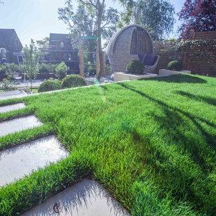 ハンプシャーのコンテンポラリースタイルのおしゃれな庭の写真