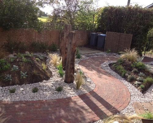 Jardin romantique avec une entr e ou une all e de jardin - Petit jardin romantique tours ...