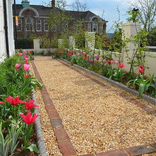 Aménagement d'un jardin victorien de taille moyenne avec une exposition ensoleillée.